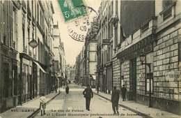 PARIS  La Rue De Poitou  Et école Municipale Professionnelle De Jeunes Filles - Arrondissement: 04