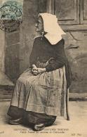 B 7089 - Folklore   Coutumes Et  Costumes Breton  (29) Vieille Femme  Aux Environs De Chateaulin - Personnages