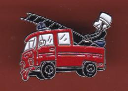 53184- Pin's..Sapeurs Pompiers.18.urgences.signé Paris L.. - Firemen