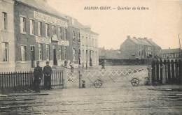 Aulnois-Quevy : Quartier De La Gare - Le Passage à Niveau - Grand Magasin - Chaussure , Epicerie , Tabacs Et Cigares - Quevy