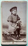 Equeurdreville CDV Carte Photo Portrait Jeune Fille Sur Cheval De Bois Jouet Ancien Photographe Léon Colin Rue Gambetta - Equeurdreville