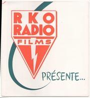 """Publicitaire """" RKO Radio Films """" Présente Une Liste De Films D'une Extraordinaire Diversité - Merchandising"""