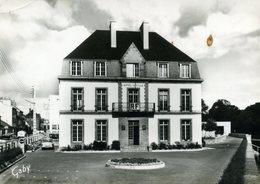 CPSM  LANDERNEAU - L'Hôtel De Ville - Landerneau