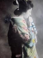CPA POSTCARD JAPON UNE GEISHA JAPONAISE TENUE TRADITIONNELLE ポストカードデュ・ジャポンとジアザ・ジャポアワイズ・エン・テンの伝統ネル - Japon