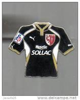 PINS PIN'S FOOT FOOTBALL FC METZ DRAGON MAILLOT CROIX DE LORRAINE SOLLAC MOSEILLE  EGF - Football