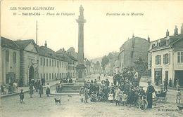 (88) SAINT-DIE : Place De L'Hôpital - Fontaine De La Meurthe (animée) - Saint Die