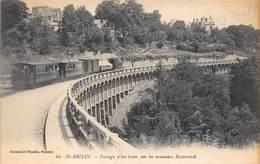 22-SAINT-BRIEUC- PASSAGE D'UN TRAIN SUR LE NOUVEAUX BOULVARDS - Saint-Brieuc