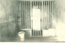 Prison De Fresnes (94) : Intérieur D'une Cellule Du Quartier De Correction (vue Prise Du Fond De La Cellule) - Bagne & Bagnards