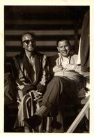 Photo Originale Gay & Playboy Sexy & Virils Exhibant Leur Poitrine En Cabine De Plage Vers 1950/60 - Personnes Anonymes