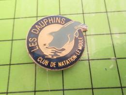 413h / PINS PIN'S Rare Et De Belle Qualité : THEME ANIMAUX / LES DAUPHINS CLUB DE NATATION LE MOULE  à Gaufres ? - Animals