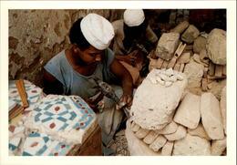 MAROC - FEZ - Tailleurs De Zelliges - 1989 - Photo: KERVINIO - Fez (Fès)