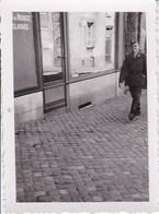 Foto Deutscher Soldat In Frankreich - 2. WK - 7,5*5,5cm (35714) - Guerre, Militaire