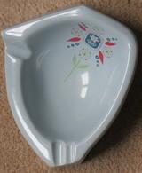 Cendrier En Porcelaine Xèmes Jeux Olympiques D'Hiver De GRENOBLE 1968  Olympic Games 68 D'après Excoffon - Apparel, Souvenirs & Other