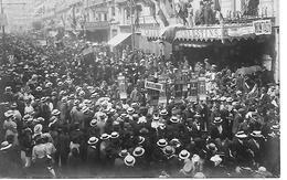 34 MONTPELLIER MANIFESTATION VITICOLE MANIFESTANTS DE NARBONNE 9 JUIN 1907 CARTE PHOTO ET TEXTE AU VERSO 2 SCANS - Montpellier