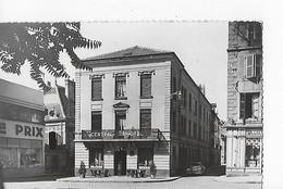1 Cpsm Petit Modèle Châlon-sur-Saône : Central Hôtel : Façade De Coin, Terrasse  + Voiture Peugeot - Chalon Sur Saone