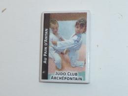 FEVE CLUB DE JUDO DE PONT DE L ARCHE, AU PAIN D ANTAN, Signe FC COURONNE - Sports