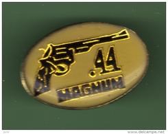 PISTOLET *** MAGNUM 44 *** 0048 - Badges