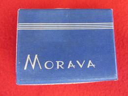 TOBACCO VINTAGE CARDBOARD BOX  MORAVA - FACTORY ROVINJ YUGOSLAVIA WITH CIGARETTES INSIDE - Contenitori Di Tabacco (vuoti)