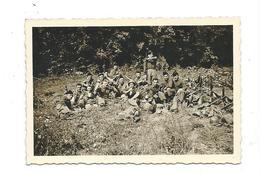 PHOTO 9 X 6,5 Cm De 1954.. BAUMHOLDER (Allemagne) MILITAIRES Avec MITRAILLETTE, FUSIL Au Repos...2 Scans - War, Military