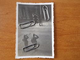WW2 GUERRE 39 45 BERGNICOURT HISSAGE DU DRAPEAU GRANDE RUE STANDORTKOMMANDANTUR SOLDATS ALLEMANDS CHATEAU PORCIEN RETHEL - 1939-45