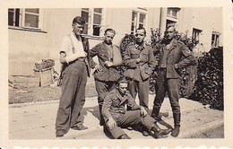 Foto Gruppe Deutsche Soldaten - Verwundete - 2. WK - 6*4cm (35774) - War, Military