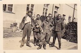 Foto Gruppe Deutsche Soldaten - Verwundete - 2. WK - 6*4cm (35777) - War, Military
