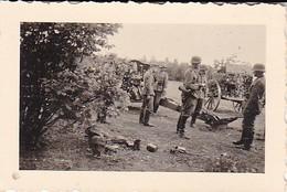 Foto Deutsche Soldaten Mit Geschütz In Feuerstellung - Artillerie - 2. WK - 6*4cm (35778) - Krieg, Militär