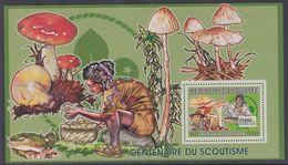 Guinée BF N° 377 XX  Scoutisme Et Champignon : Scout, Champignon Et Baden-Powel, Le Bloc Sans Charnière, TB - Guinea (1958-...)