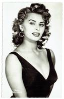 Carte Photo - SOPHIA LOREN - Actrice - Chanteuse - Artiste - Cinéma - Star - Sexy - Pin Up - Célébrité - Cantanti E Musicisti