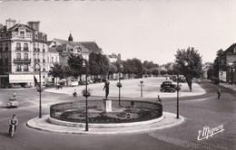 TROYES - AUBE  -  (10)  - PEU COURANTE CPSM .DENTELÉE 1956 - BEL AFFRANCHISSEMENT POSTAL.. - Troyes