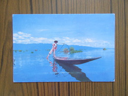 Birmanie      Unique Leg-rower In The     Inle Lake. Burma                   Timbres De Thaïlande - Myanmar (Burma)