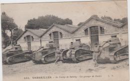 CAMP DE SATORY VERSAILLES UN GROUPE DE TANKS  TBE - Casernes