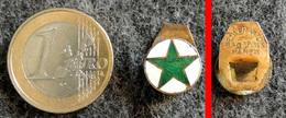 ESPERANTO Ancien Insigne De Boutonnière Métal Doré émaillé Vert Et Blanc - Army & War