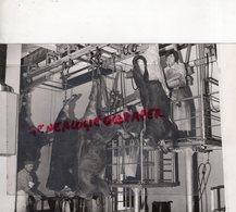 12- VILLEFRANCHE DE ROUERGUE- INTERIEUR ABATTOIR ABATTAGE A LA CHANE- RARE PHOTO ORIGINALE - Métiers