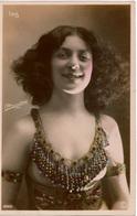 """Cpa ISIS Femme  Artiste De Variétés 1900 à La Beauté """"sulfureuse"""",carte Rédigée En Néerlandais, Photographe à Déterminer - Künstler"""