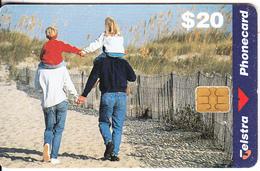 AUSTRALIA(chip) - Family Scene, Tirage 33000, Exp.date 06/00, Used - Australia