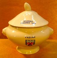 MINI SOUPIERE BOURGES CONGRES 1986 F.N.D.I.R.P. 178284 F / PORCELAINE JACQUES COEUR FRANCE - Dishware, Glassware, & Cutlery