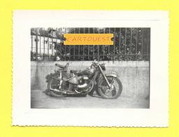 PHOTO ANCIENNE DATE ?. / SCENE  MOTO ....LIEU NON SITUE  ( Papier GEARVERT ) - Other