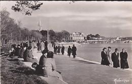 17----LA ROCHELLE---la Promenade De La Concurrence Au Fond La Plage--( Peu Courante )--voir  2 Scans - La Rochelle