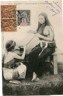INDOCHINE CARTE POSTALE DU TONKIN -FEMME FUMANT LE KEDILLOT (PIPE) AVEC OBLITERATION HANOI 20 FEVR 05 TONKIN - Cartes Postales