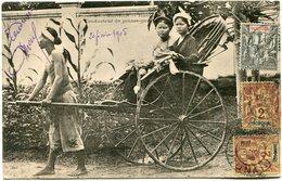 INDOCHINE CARTE POSTALE DU TONKIN -HANOI -CONDUCTEUR DE POUSSE-POUSSE AVEC OBLITERATION HANOI 20 FEVR 05 TONKIN - Cartes Postales
