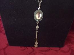 Collier Fantaisie Métallique,  Perles Plastiques Transparentes Et Médaillon ( 35 Cm ) - Other