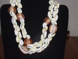 Collier Double Rang De Coquillages Blancs Et Marrons  ( 58 Cm ) - Bijoux & Horlogerie