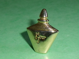 Pin's / Parfums : 8 ème Jour , Yves Rocher   TB1W - Perfume
