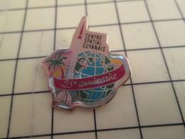 713i Pin's Pins / Rare Et De Belle Qualité !!! THEME : ESPACE / 25e ANNIVERSAIRE CENTRE SPATIAL GUYANAIS FUSEE - Space