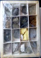 CHINE MINERAUX PIERRE LAPIDAIRE COFFRET DE CAILLOUX RECOLTES EN CHINE AVEC LEGENDE LAVE FER CALCAIRE - Minerals