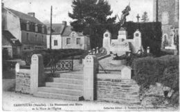 CAMETOURS .... LE MONUMENT AUX MORTS ET LA PLACE DE L EGLISE - France