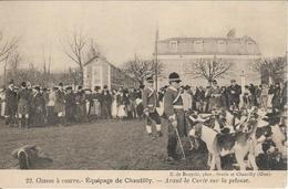 CPA  De  CHANTILLY  (60)  -  Chasse à Courre - Equipage De Chantilly - Avant La Curée Sur La Pelouse  //  TBE - Chantilly