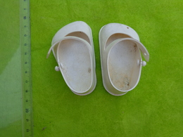 Lot De Vetements Fait Main Pour La Plupart  Pour Poupee + Chaussures  Raynal Clodrey R +rubans Etc... - Autres Collections