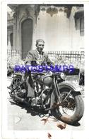 96545 REAL PHOTO MOTORCYCLE MOTO AND MAN DAMAGED NO POSTAL POSTCARD - Motorräder